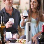 Tire bouchon électrique sans-fil Twinz'up - Coffret avec coupe-capsule et socle de recharge - Batterie de seconde génération - Le cadeau idéal pour tous les amateurs de vins et d'oenologie de la marque Twinz'up image 6 produit